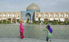 chinesetourists_isfahan_web